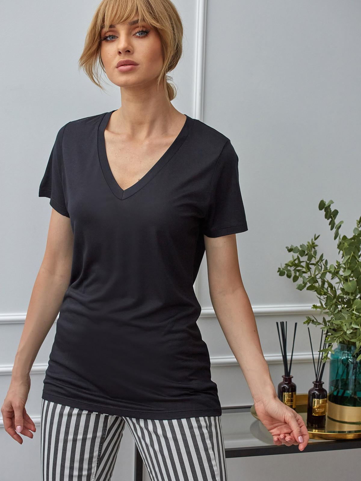 Czarny T-shirt z dekoltem w szpic Expresso 201DATIKA